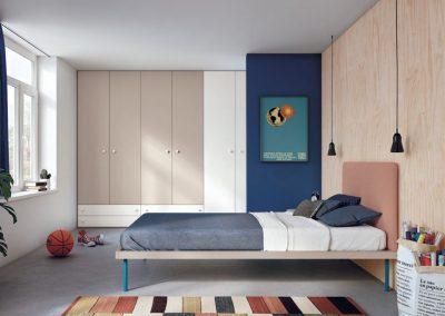 Teen-ager's bedroom 3